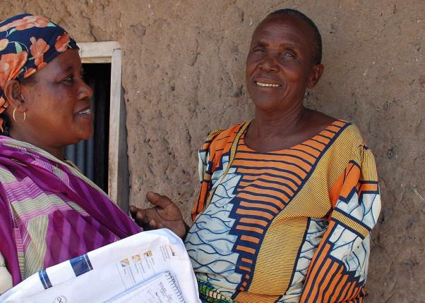 Zwei afrikanische Großmütter unterhalten sich