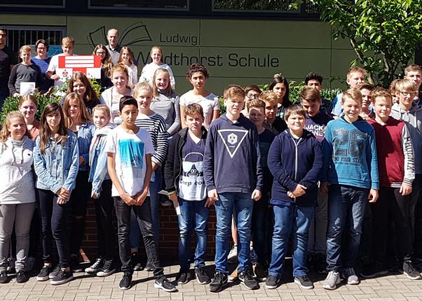 Gruppenbild mit Schülern der Ludwig-Windhorst-Schule