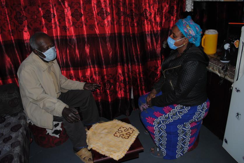 Lokale Pflegekräfte besuchen Patient*innen