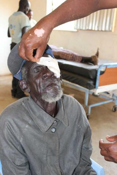 Bild zeigt Khor mit Augenverband