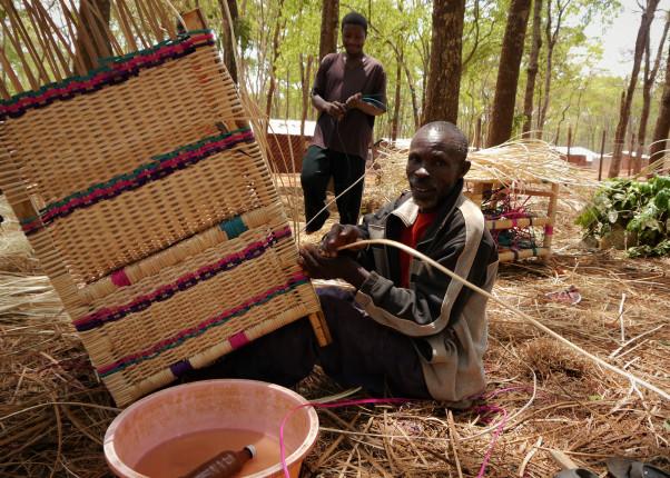 Korbflechten, Flüchtlingslager, Tansania