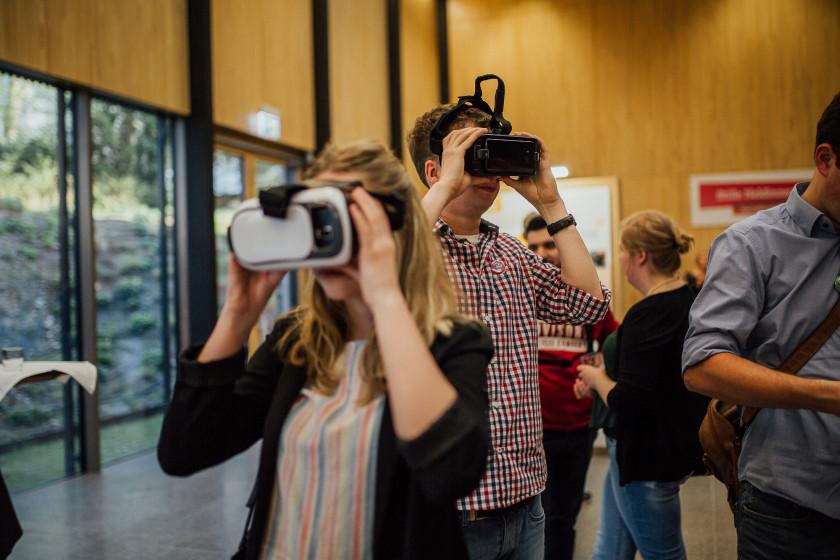 VR-Brille zur Ausstellung Stille Heldinnen